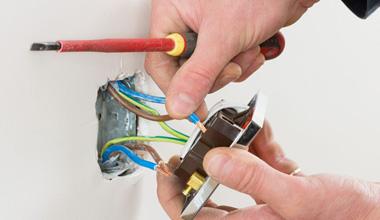 Manutenção e Instalações Elétricas Redidenciais